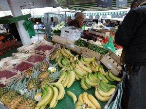 stand de fruits et légumes sur le marché de Noirmoutier